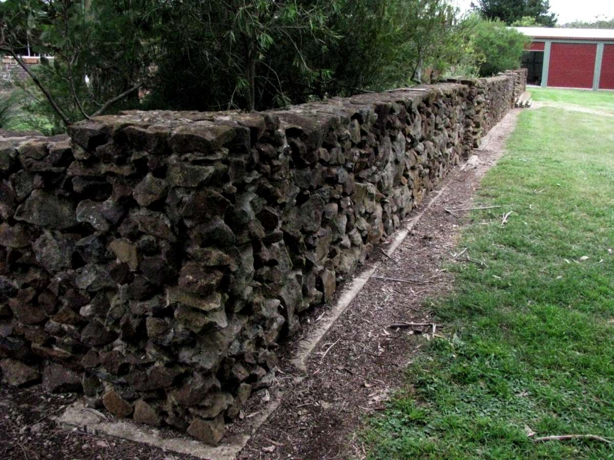 Building A Stone Wall With Mortar