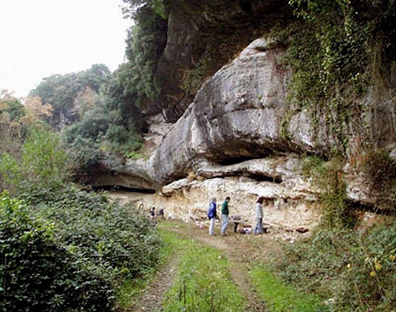 the implications of neanderthal homo sapiens hybrid from the abrigo do lagar velho The height of neanderthals was comparable to contemporaneous homo sapiens neanderthal males  the abrigo do lagar velho  implications of 3d primate.