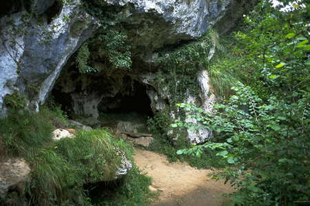 Cueva del Buxu entrance