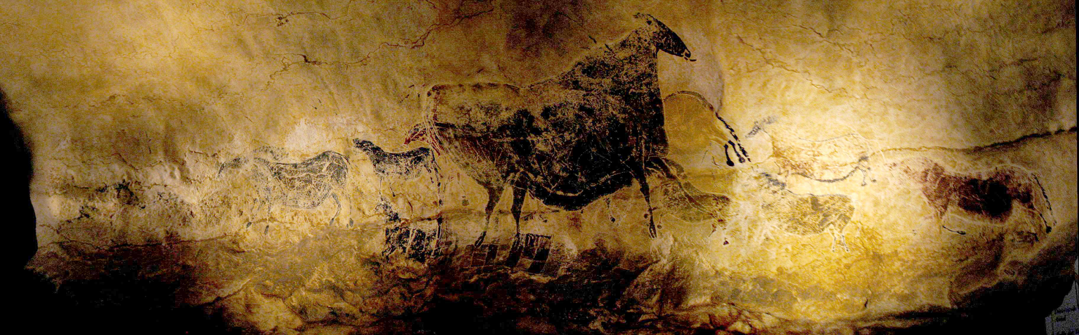 caves of lascaux The lascaux caves, in the dordogne, are covered in an incredibly beautiful display of pre-historic paintings and engravings.